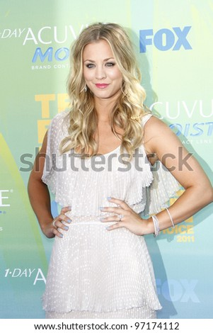 LOS ANGELES - AUG 7: Kaley Cuoco arrives at the 2011 Teen Choice Awards held at Gibson Amphitheatre on August 7, 2011 in Los Angeles, California
