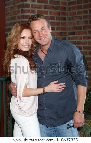 LOS ANGELES - AUG 18:  Tracey Bregman, Doug Davidson at the book signing for William Bell Biography at Barnes & Noble on August 18, 2012 in Ventura, CA