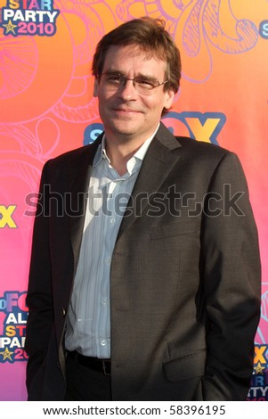 LOS ANGELES - AUGUST 2:  Robert Sean Leonard arrives at the 2010 FOX Summer Press Tour Party at Pacific Park on the Santa Monica Pier on August 2, 2010 in Santa Monica, CA