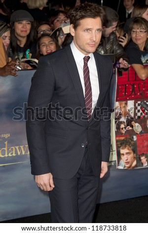 LOS ANGELES, CA - NOVEMBER 12: Actor Peter Facinelli arrives at the premiere of The Twilight Saga: Breaking Dawn - Part 2 at the Nokia Theater in Los Angeles, CA on November 12, 2012