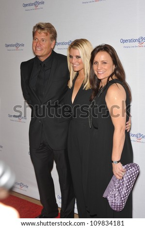 LOS ANGELES, CA - OCTOBER 2, 2009: Jessica Simpson & parents Joe & Tina Simpson at the Operation Smile Gala at the Beverly Hilton Hotel where the family were honored by the children's medical charity.