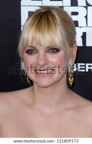 LOS ANGELES - DEC 10:  Anna Faris arrives to the 'Zero Dark Thirty' premiere at Dolby Theater on December 10, 2012 in Los Angeles, CA