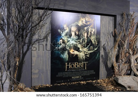 LOS ANGELES - DEC 2: Atmosphere, poster, display at the premiere of Warner Bros\' \'The Hobbit: The Desolation of Smaug\' at the Dolby Theater on December 2, 2013 in Los Angeles, CA