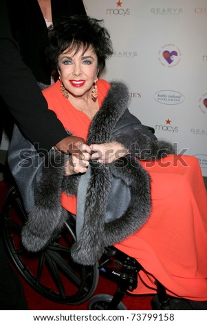 "LOS ANGELES - DEC 1:  Elizabeth Taylor arrives at the ""Love Letters"" Play Performance at Paramount Theater on December 1, 2007 in Los Angeles, CA"