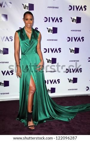 LOS ANGELES - DEC 16:  Kelly Rowland arriving at the VH1 Divas Concert 2012 at Shrine Auditorium on December 16, 2012 in Los Angeles, CA