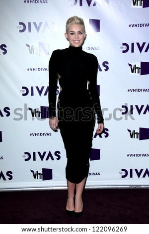 LOS ANGELES - DEC 16:  Miley Cyrus arriving at the VH1 Divas Concert 2012 at Shrine Auditorium on December 16, 2012 in Los Angeles, CA