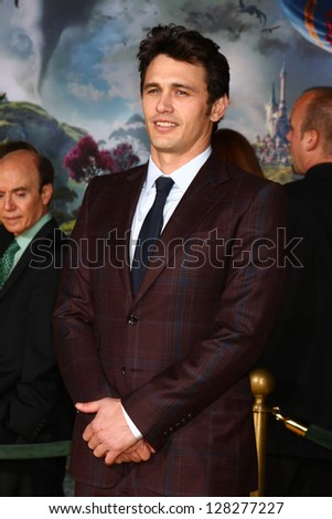 LOS ANGELES - FEB 13:  James Franco at the 'Oz THe Great and Powerful!'  World Premiere at the El Capitan Theater on February 13, 2013 in Los Angeles, CA