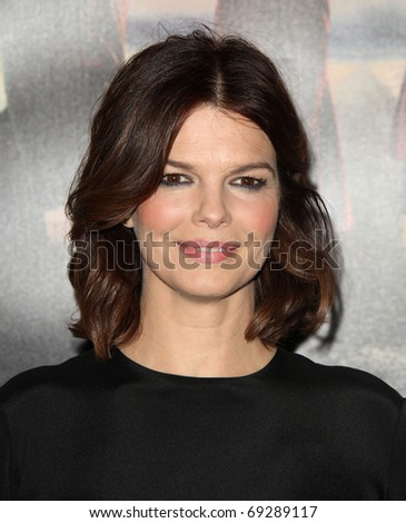 "LOS ANGELES - JAN 12:  Jeanne Tripplehorn arrives to Season 5 premiere of ""Big Love""  on January 12, 2011 in Hollywood, CA"