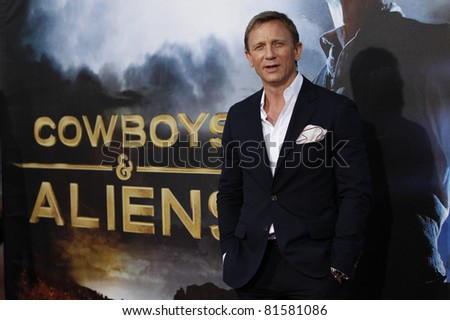LOS ANGELES - JUL 23: Daniel Craig at the 'Cowboys & Aliens' world premiere at the Civic Theater in San Diego, California on July 23, 2011