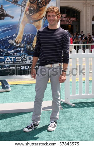 LOS ANGELES - JUL 25:  James Marsden arrives at  the \