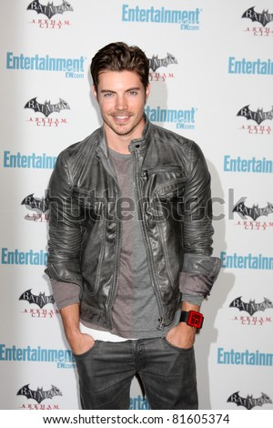 LOS ANGELES - JUL 23:  Josh Henderson arriving at the EW Comic-con Party 2011 at EW Comic-con Party 2011 on July 23, 2011 in Los Angeles, CA