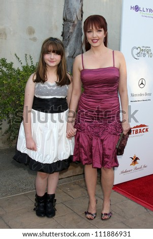 LOS ANGELES - JUL 24:  Stella Ritter & Amy Yasbeck arrives at  the 12th Annual HollyRod Foundation DesignCare Event at Ron Burkle's Green Acres Estate on July 24, 2010 in Beverly Hills, CA .