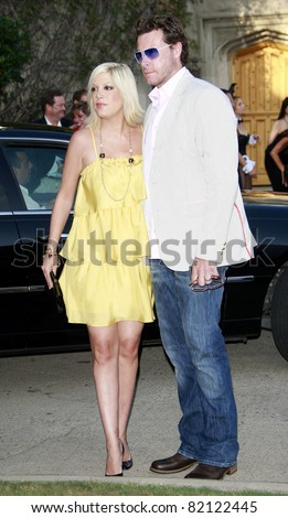 LOS ANGELES - JUL 19: Tori Spelling and husband Dean McDermott at the Much Love Animal Rescue fundraiser \'Bow Wow Wow\' at the Playboy Mansion on July 19, 2008 in Los Angeles, California
