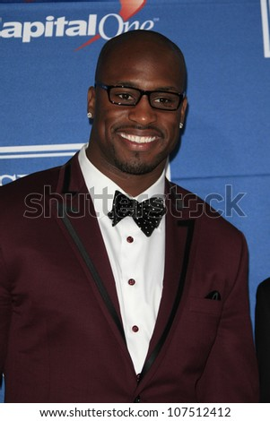 LOS ANGELES - JUL 11: Vernon Davis in the press room during the 2012 ESPY Awards at Nokia Theater L.A. Live on July 11, 2012 in Los Angeles, California