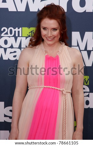 LOS ANGELES - JUN 5:  Bryce Dallas Howard arriving at the the 2011 MTV Movie Awards at Gibson Ampitheatre on June 5, 2011 in Los Angeles, CA