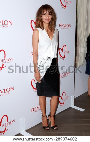 LOS ANGELES - JUN 3:  Halle Berry at the Halle Berry And Revlon Celebrate Achievements In Cancer Research at the Four Seasons Hotel on June 3, 2015 in Los Angeles, CA