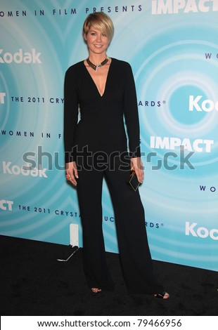 LOS ANGELES - JUN 16:  Jenna Elfman arrives to the 2011WIF Crystal & Lucy Awards  on June 16,2011 in Beverly Hills, CA