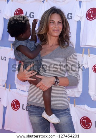 LOS ANGELES - JUN 23:  JILLIAN MICHAELS & LUKENSIA arriving to LG's '20 Magic Minutes, A Family Celebration'  on June 23, 2011 in Beverly Hills, CA