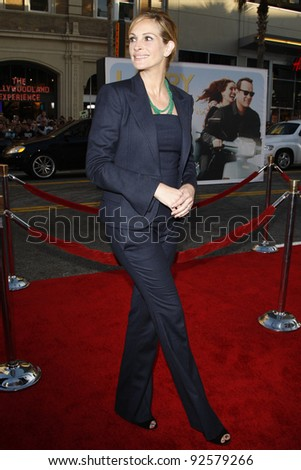 LOS ANGELES - JUN 27: Julia Roberts arrives at the Premiere of Universal Pictures' 'Larry Crowne' at Grauman's Chinese Theatre on June 27, 2011 in Los Angeles, California