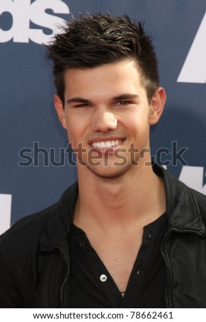 LOS ANGELES - JUN 5:  Taylor Lautner arriving at the the 2011 MTV Movie Awards at Gibson Ampitheatre on June 5, 2011 in Los Angeles, CA - stock photo