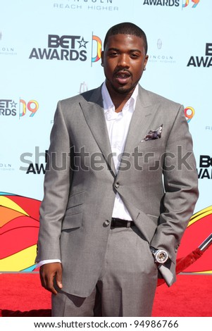 LOS ANGELES - JUNE 28:  Ray J Norwood arriving at  the BET Awards 2009 at the Shrine Auditorium on June 28, 2009 in Los Angeles, CA