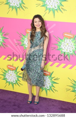 LOS ANGELES - MAR 23:  Miranda Cosgrove arrives at Nickelodeon's 26th Annual Kids' Choice Awards at the USC Galen Center on March 23, 2013 in Los Angeles, CA