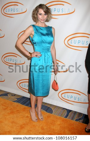 LOS ANGELES - MAY 12:  Meredith Monroe arriving at the 11th Annual Lupus LA Orange Ball at Beverly Wilshire Hotel on May 12, 2011 in Beverly Hills, CA