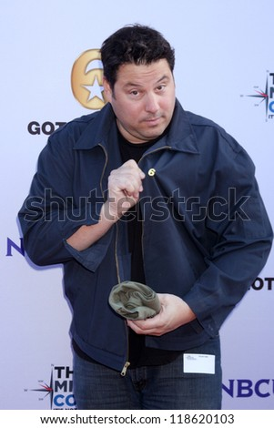 LOS ANGELES - NOV 9:  Greg Grunberg at the Veterans Day Service Event to feed LA Children at Globe Theater at Universal Studios on November 9, 2012 in Los Angeles, CA