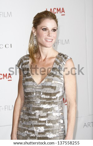 LOS ANGELES - NOV 5: Julie Bowen at the LACMA Art + Film Gala on November 5, 2011 in Los Angeles, California