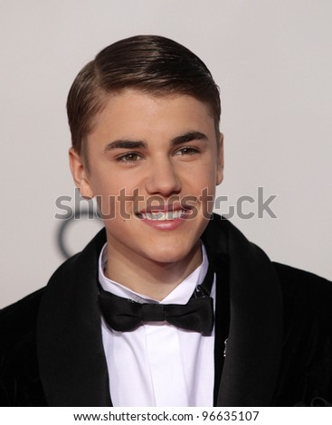 LOS ANGELES - NOV 20:  Justin Bieber arrives to the American Music Awards 2011  on November 20, 2011 in Los Angeles, CA