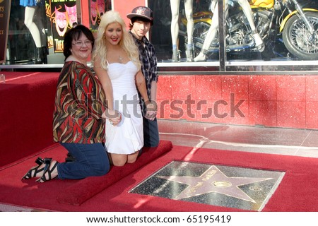 LOS ANGELES - NOV 15:  Mom Shelly Loraine Fidler, Christina Aguilera, brother Michael at the Hollywood Walk of Fame Ceremony at Hollywood & Highland on November 15, 2010 in Los Angeles, CA