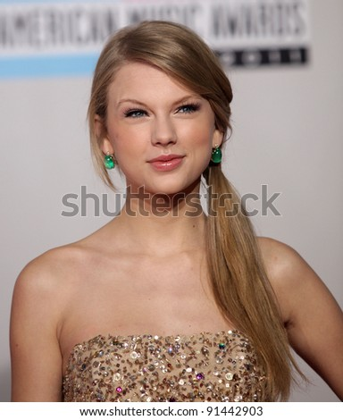 LOS ANGELES - NOV 20:  Taylor Swift arrives to the American Music Awards 2011  on November 20, 2011 in Los Angeles, CA