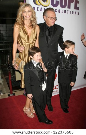 "LOS ANGELES - NOVEMBER 21: Shawn Southwick and Larry King with family at ""An Evening with Larry King and Friends"" fundraising gala at Beverly Hilton Hotel on November 21, 2006 in Beverly Hills, CA."