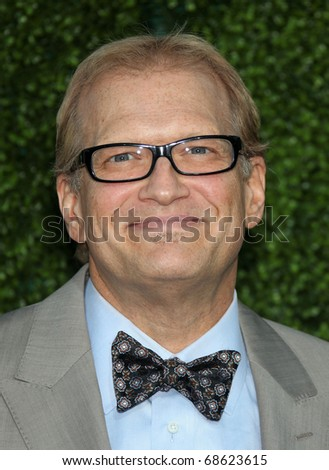 LOS ANGELES - OCT 11:  Drew Carey arrives to the Summer Press Tour 2010-CBS CW Showtime on October 11, 2010 in Beverly Hills, CA