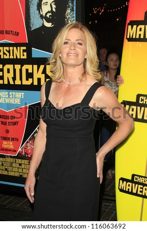 LOS ANGELES - OCT 18: Elisabeth Shue at the 'Chasing Mavericks' - Los Angeles Premiere at Pacific Theaters at the Grove on October 18, 2012 in Los Angeles, California