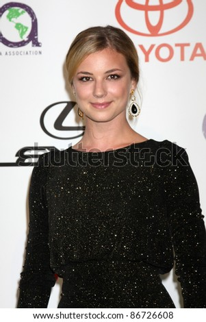 LOS ANGELES - OCT 15:  Emily VanCamp arriving at the 2011 Environmental Media Awards at the Warner Brothers Studio on October 15, 2011 in Beverly Hills, CA