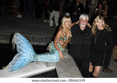 LOS ANGELES - OCT 23: Hannah Fraser. Paul Watson, Daryl Hannah at the Animal Planet's 'Whale Wars' + Sea Shepherd Conservation Society event on October 23, 2010 in Los Angeles, California