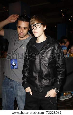LOS ANGELES - OCT 30:  Justin Bieber arrives at the premiere of 'Megamind' held at the Grauman's Chinese Theater in Los Angeles, California on October 30, 2010.