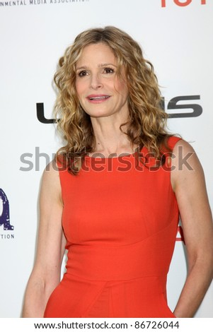 LOS ANGELES - OCT 15:  Kyra Sedgwick arriving at the 2011 Environmental Media Awards at the Warner Brothers Studio on October 15, 2011 in Beverly Hills, CA