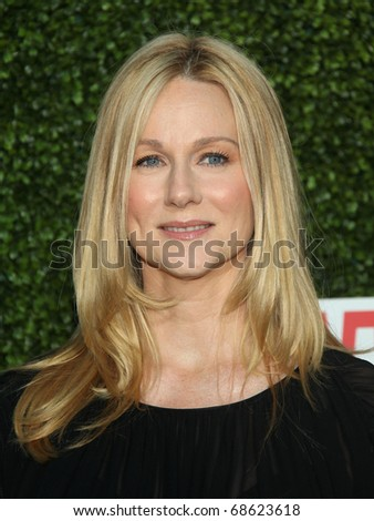 LOS ANGELES - OCT 11:  Laura Linney arrives to the Summer Press Tour 2010-CBS CW Showtime on October 11, 2010 in Beverly Hills, CA