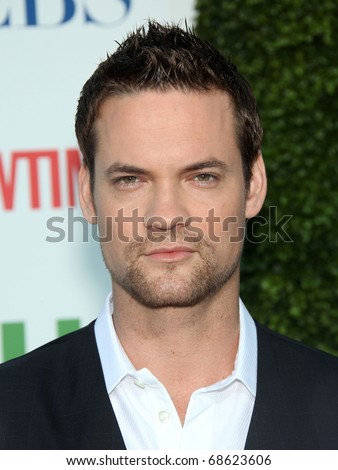LOS ANGELES - OCT 11:  Shane West arrives to the Summer Press Tour 2010-CBS CW Showtime on October 11, 2010 in Beverly Hills, CA
