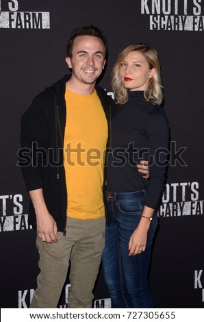 LOS ANGELES - SEP 29:  Frankie Muniz, Guest at the Knott's Scary Farm and Instagram Celebrity Night at the Knott's Berry Farm on September 29, 2017 in Buena Parks, CA