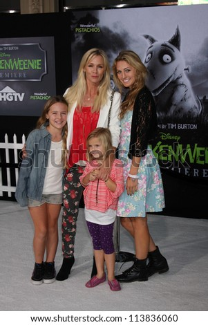 """LOS ANGELES - SEP 24:  Jennie Garth, family arrives at the """"Frankenweenie"""" Premiere at El Capitan Theater on September 24, 2012 in Los Angeles, CA"""