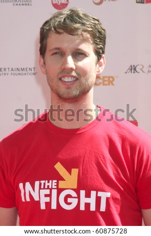 "LOS ANGELES - SEP 10:  Jon Heder arrives at the ""Stand Up 2 Cancer"" 2010 Event at Sony Studios on September 10, 2010 in Culver City, CA"