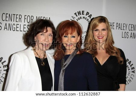 LOS ANGELES - SEP 11:  Lily Tomlin, Reba McEntire, Sara Rue arrives at the ABC Fall TV Preview at Paley Center for Media on September 11, 2012 in Beverly Hills, CA