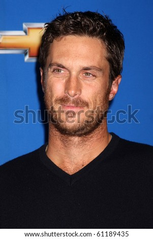 LOS ANGELES - SEP 16:  Oliver Hudson arrives at the CBS Fall Party 2010 at The Colony on September 16, 2010 in Los Angeles, CA