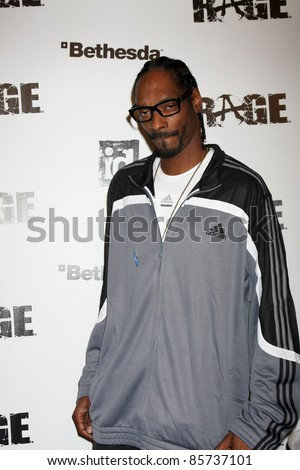 LOS ANGELES - SEPT 30:  Snoop Dogg, aka Calvin Broadus arriving at  the RAGE Game Launch at the Chinatown's Historical Central Plaza on September 30, 2011 in Los Angeles, CA