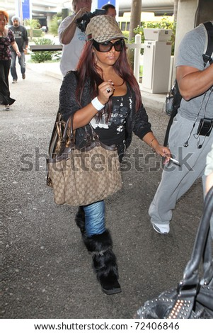 """LOS ANGELES - SEPTEMBER 9: Jersey Shore star Nicole """"Snooki"""" Polizzi is seen at LAX . September 9th 2010 in Los Angeles, California"""