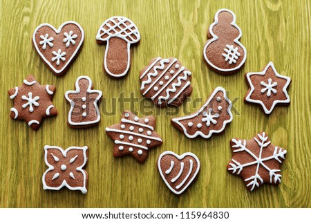 lots of delicious gingerbreads on green - sweet food
