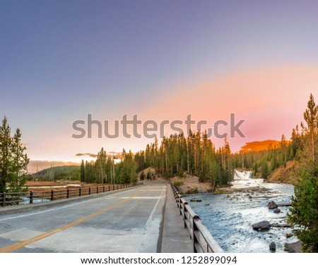 Louse falls, the curve Snake River is a major tributary of the Columbia River and has its headwaters just inside Yellowstone on the Two Ocean Plateau.